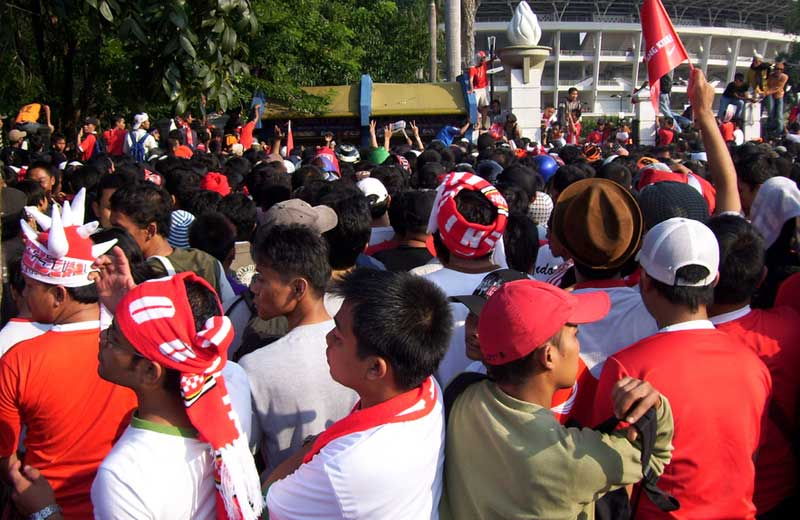 1inabahrain 1007 1 Nasionalisme, Kapitalisasi dan Politisasi Sepak Bola (Kajian Kritis Euforia Timnas dan Kemunculan LPI)